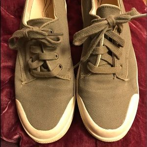 Green fabric size 8 sneakers